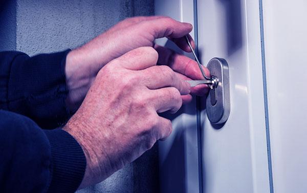 Cerrajero barcelona abrir puerta de casa